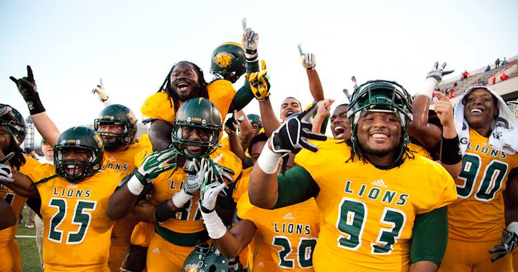 Streak Be Gone! Lions win 35-21 at No. 6 Pittsburg State in Sonic Miners Bowl