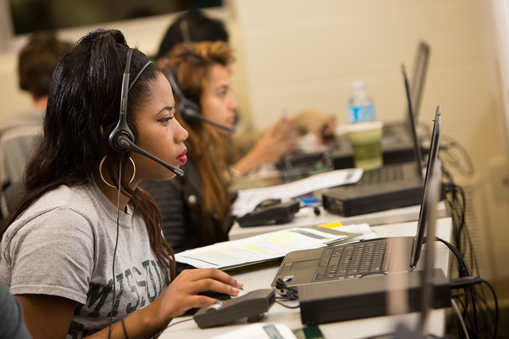Students connect with alumni during annual Phonathon