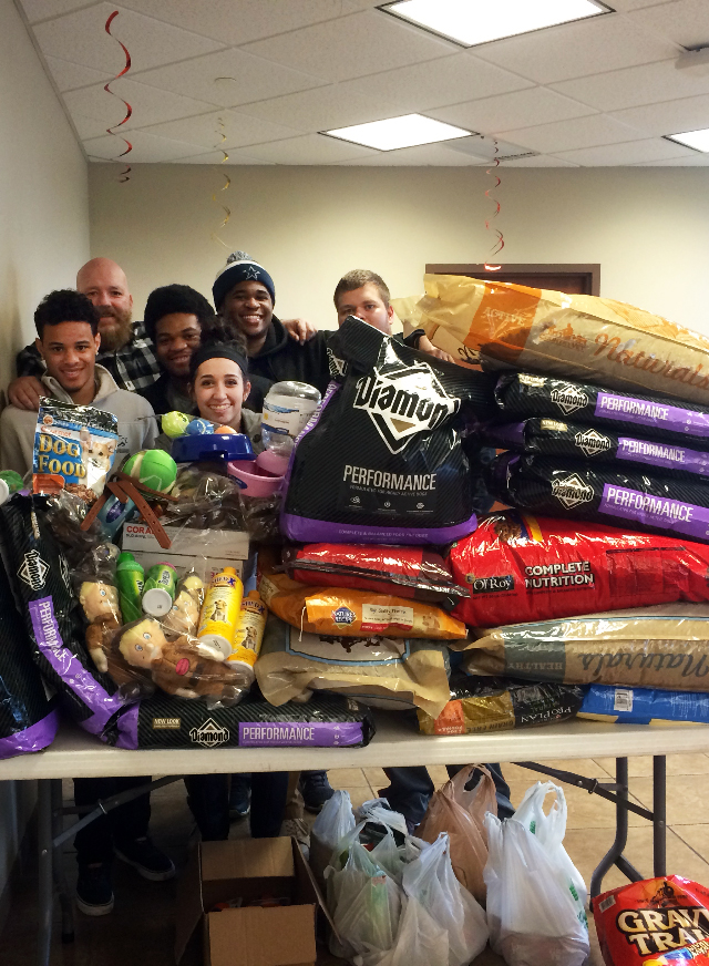 Criminal Justice students spread cheer at Joplin Humane Society