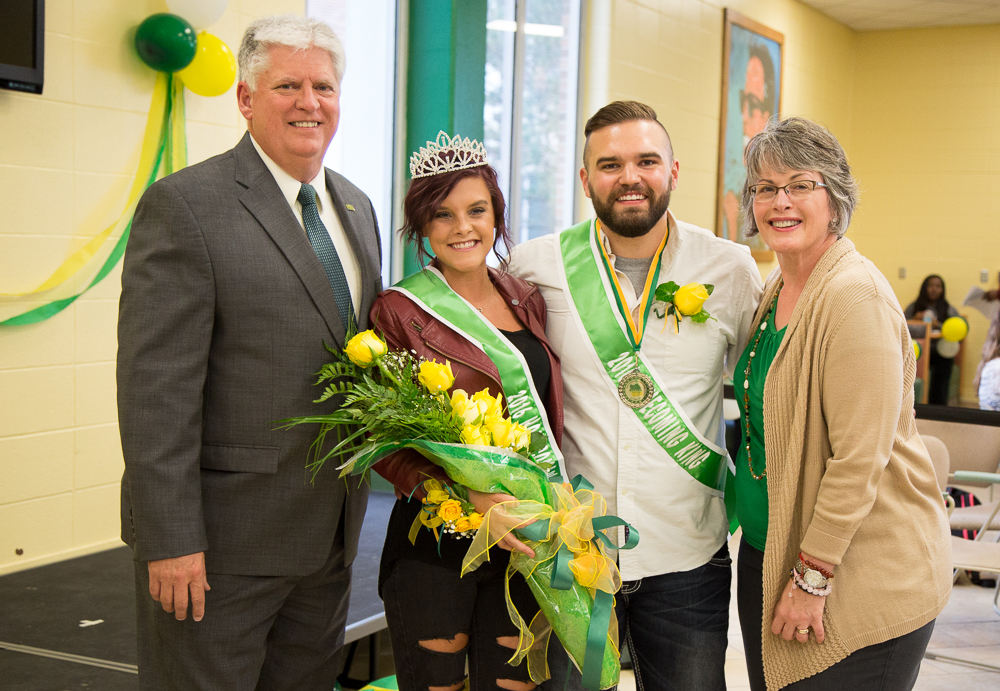 Isenmann, Hoelcher crowned Homecoming King and Queen