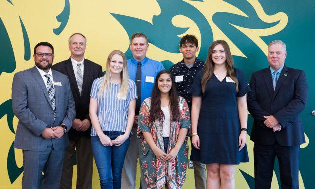 Carl Junction senior receives 2018 Golden Lion Award