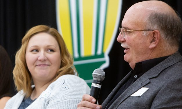 Making Connections: Annual dinner brings together scholarship donors, recipients